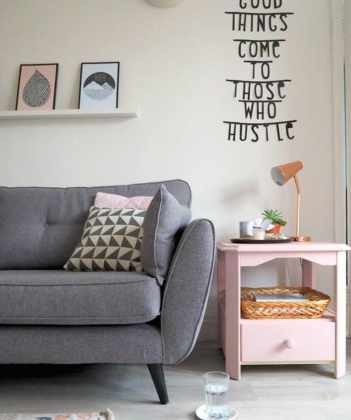 idee-deco-salon-tres-sympa-couleur-peinture-salon-blanc-canape-blanc-petites-touches-rose