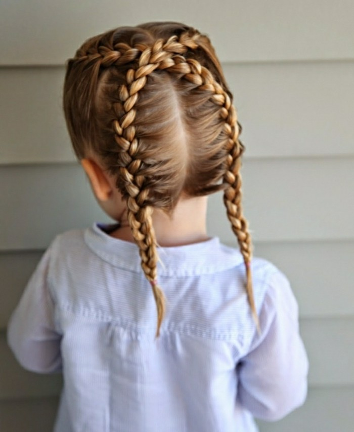 idee-originale-coiffure-petite-fille-tresses-croisees