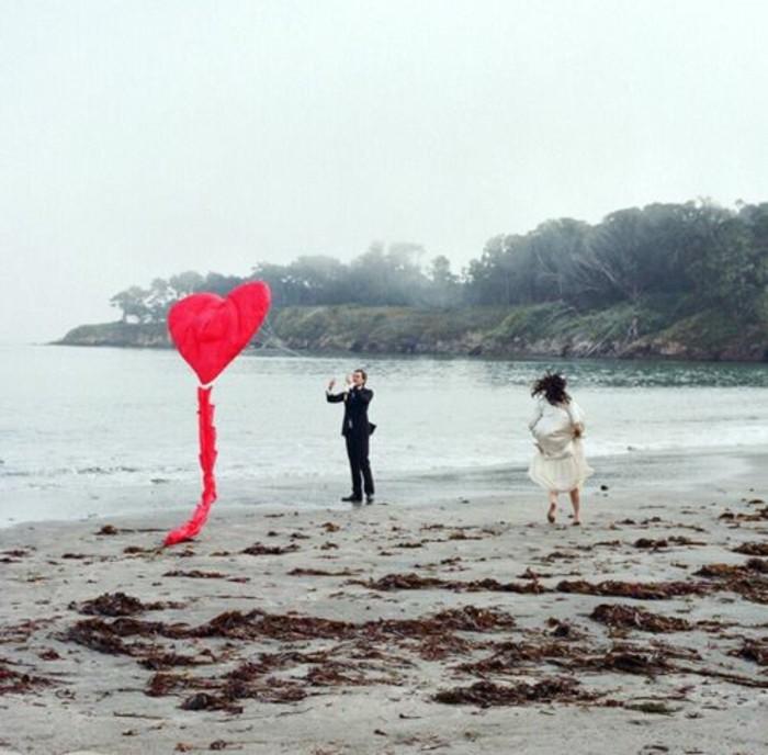 idee-superbe-pour-la-fete-de-saint-valentin-comment-fabriquer-un-cerf-volant-en-forme-de-coueur-idee-geniale