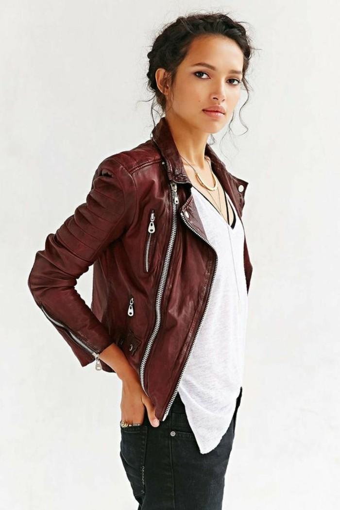 idee-tenue-perfecto-noir-femme-rock-cool-rouge-veste-cuir