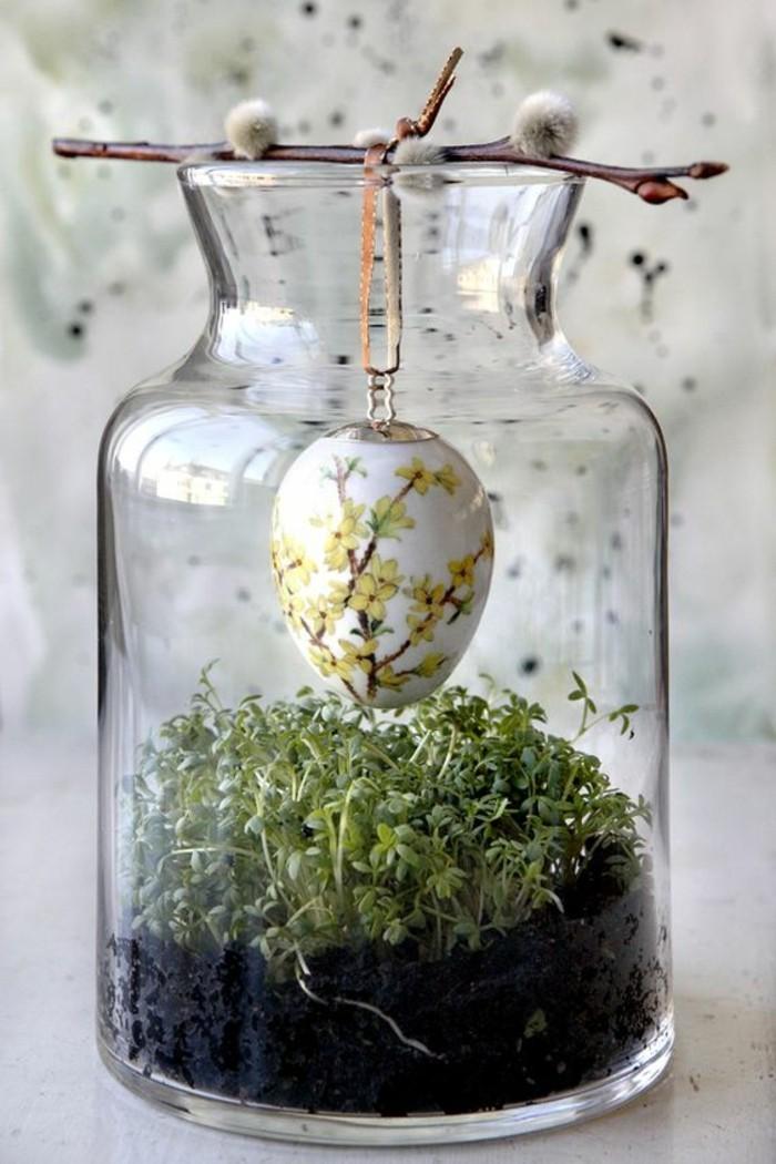 idee-deco-paques-geniale-oeuf-joliment-colore-dans-un-pot-en-verre