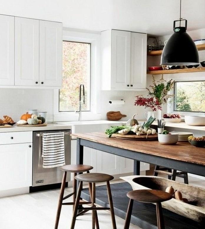 ilot-cuisine-en-bois-et-metal-meubles-cuisine-blancs-suspension-industrielle-deco-industrielle-qui-marie-le-style-industriel-et-le-style-vintage