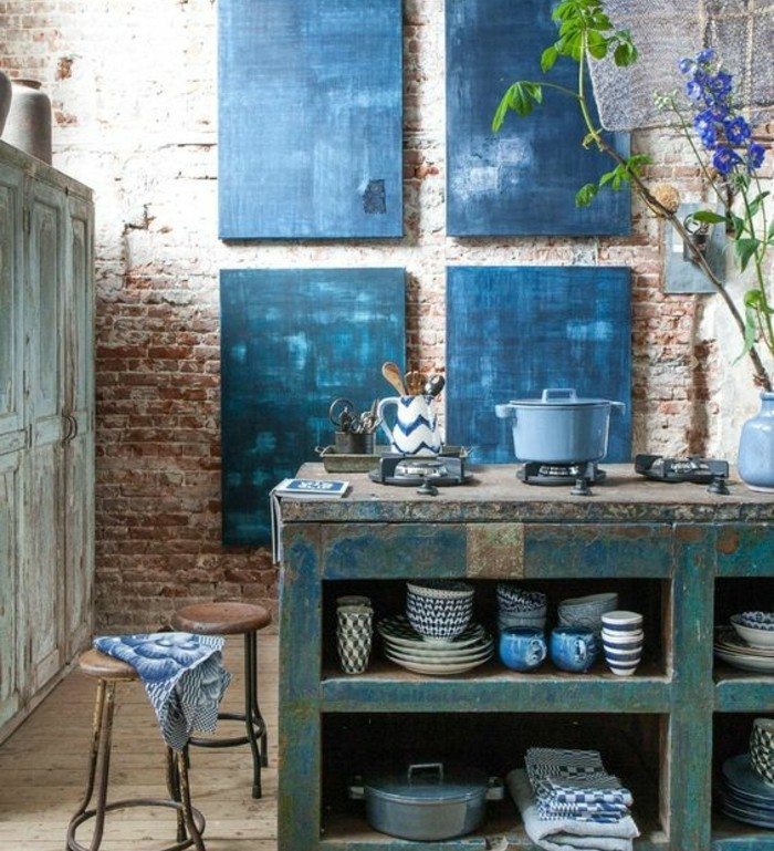 ilot cuisine rouille mur en brique tabourets industrielles - Cuisine Industriel Vintage