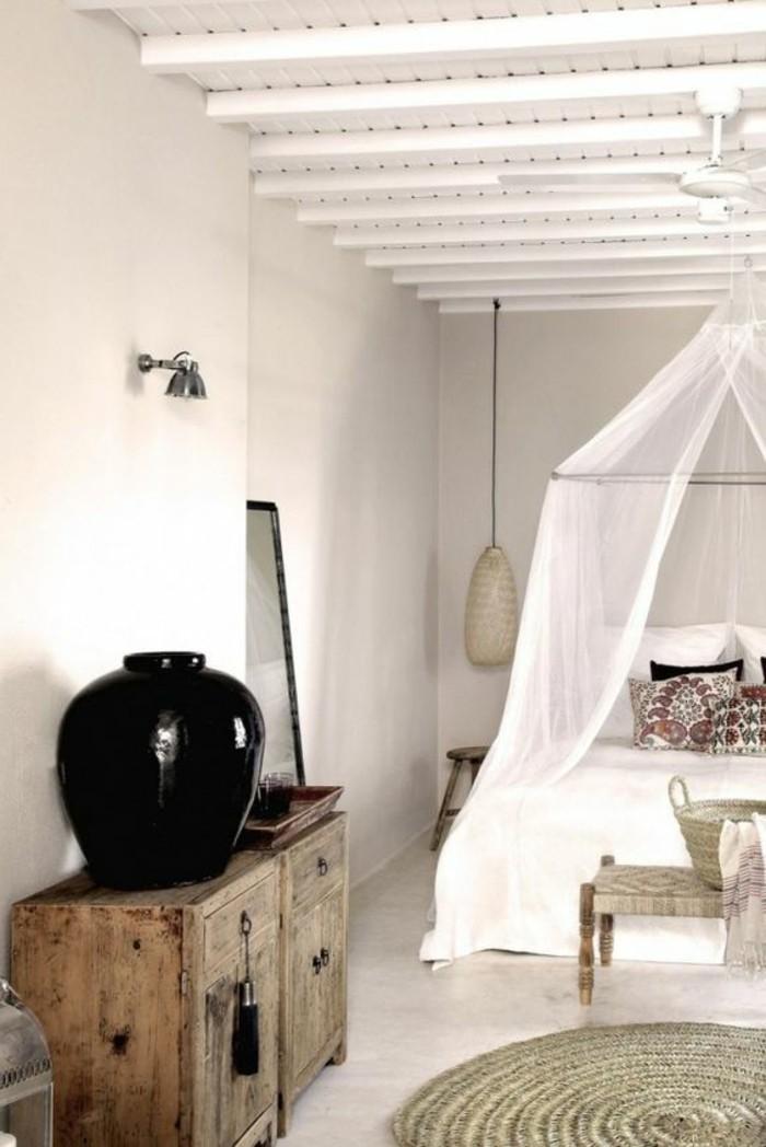 immobilier-espagne-bord-de-mer-blanc-bois-elements-vase-noir
