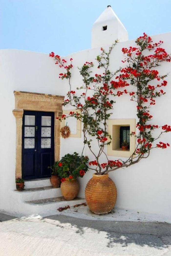 immobilier-espagne-bord-de-mer-blanche-maison-chic-rose-fleurs