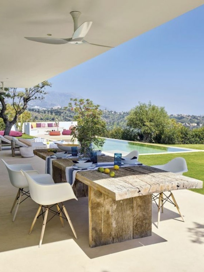 immobilier-espagne-bord-de-mer-bois-table-vert-jardin