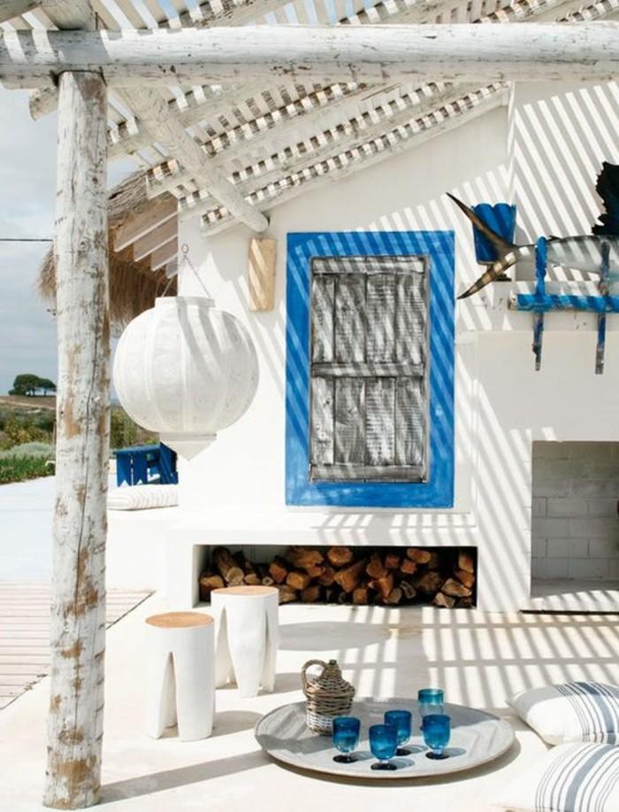 immobilier-espagne-bord-de-mer-cadre-bleu-fenetre-blanc-mur