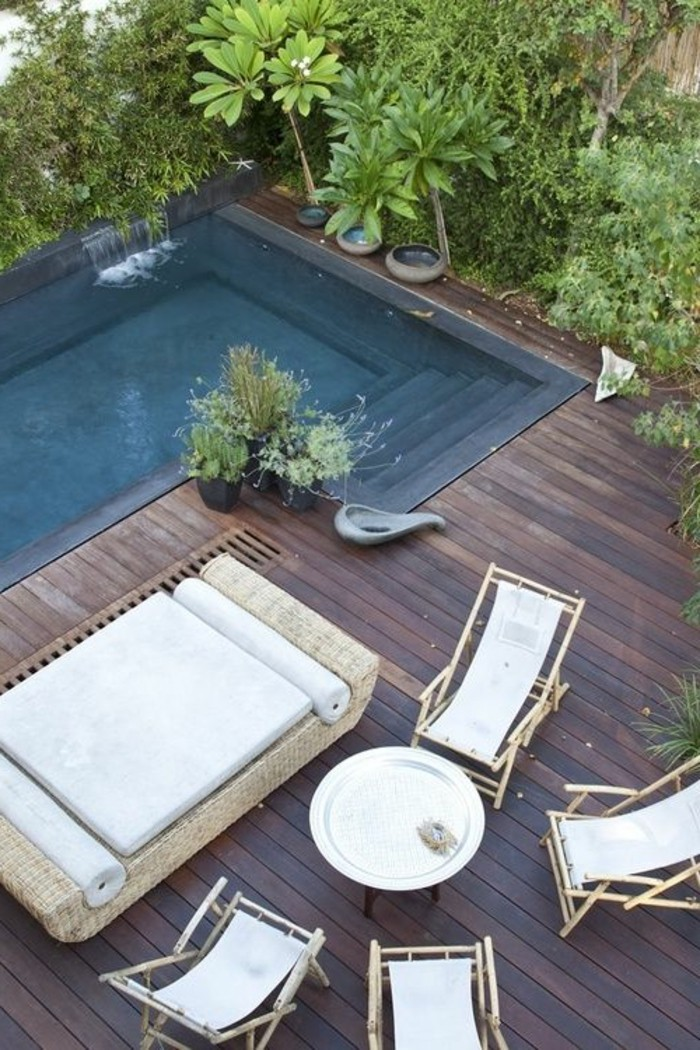 immobilier-espagne-bord-de-mer-dehors-jardin-blanc-meubles-piscine