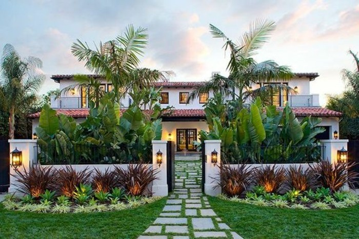 immobilier-espagne-bord-de-mer-extraordinare-jardin-vert-pierre