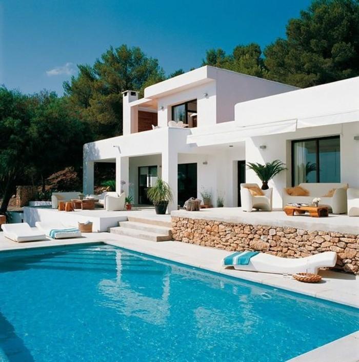immobilier-espagne-bord-de-mer-piscine-blanche-maison-dehors