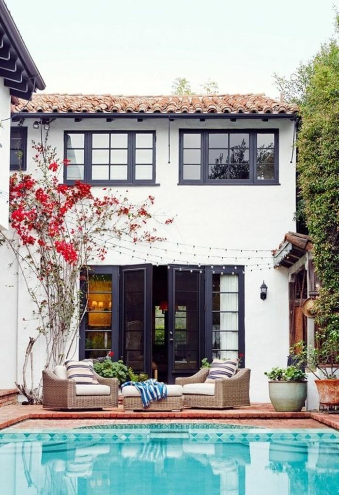 immobilier-espagne-bord-de-mer-piscine-fleur-lilas-maison-blanche