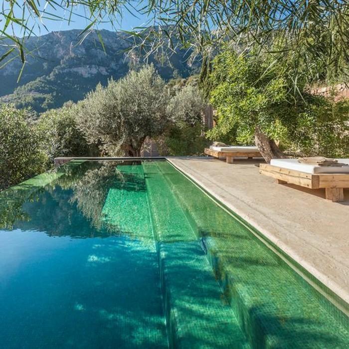 immobilier-espagne-bord-de-mer-piscine-grande-eau-bleu