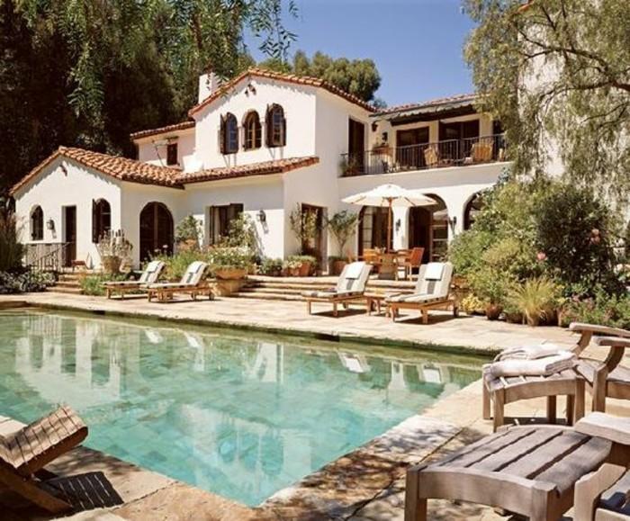 immobilier-espagne-bord-de-mer-piscine-grande-maison-blanche