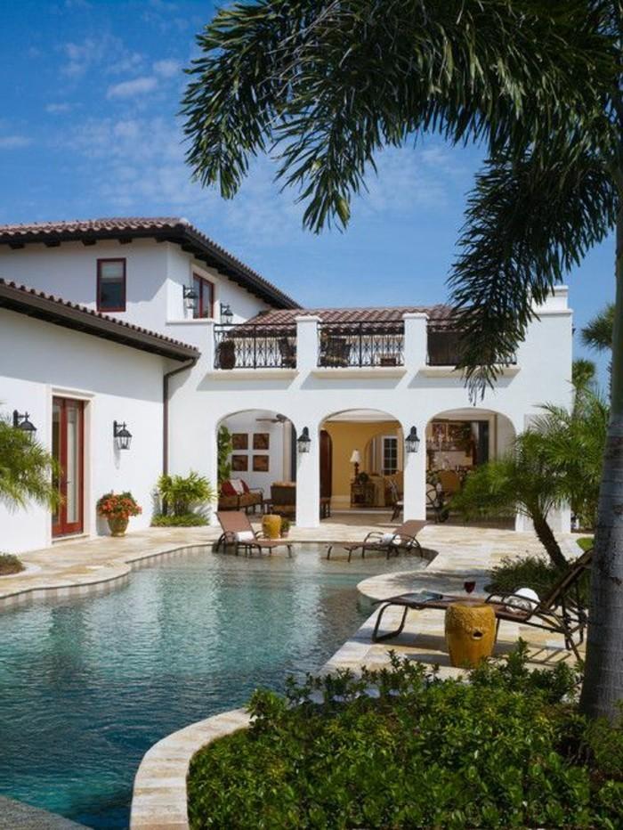 immobilier-espagne-bord-de-mer-piscine-maison-fenetre-cour