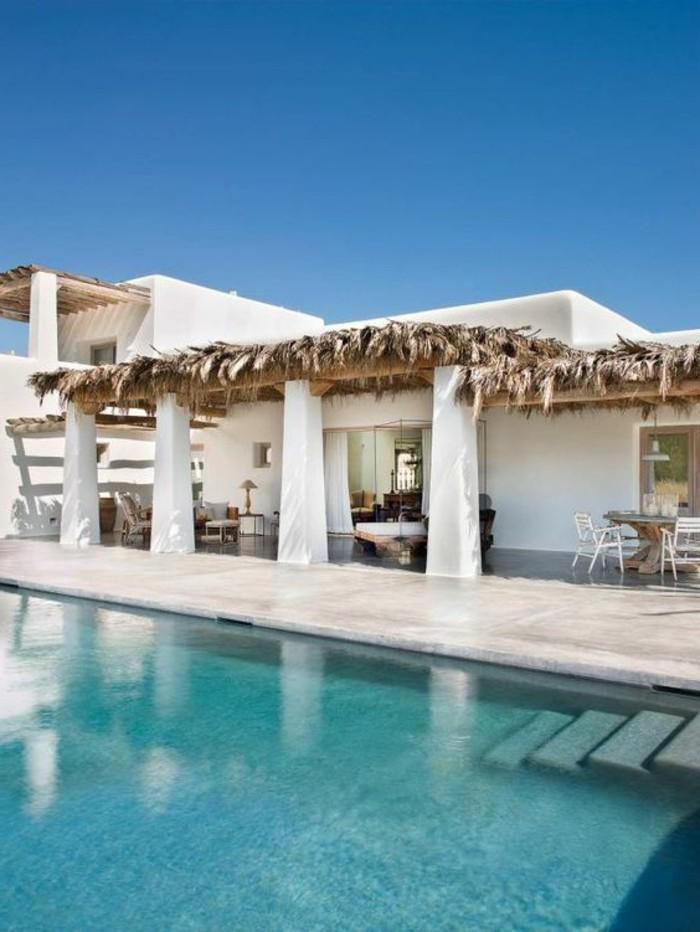 immobilier-espagne-bord-de-mer-piscine-vaste-jasdin-blanche-maison