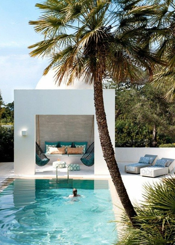 immobilier-espagne-bord-de-mer-piscine-vert-maison-blanche-villa