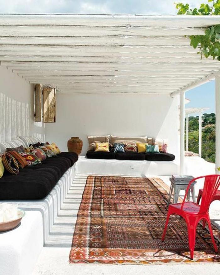immobilier-espagne-bord-de-mer-tapis-grande-fenetre-blanc-bois-cadre