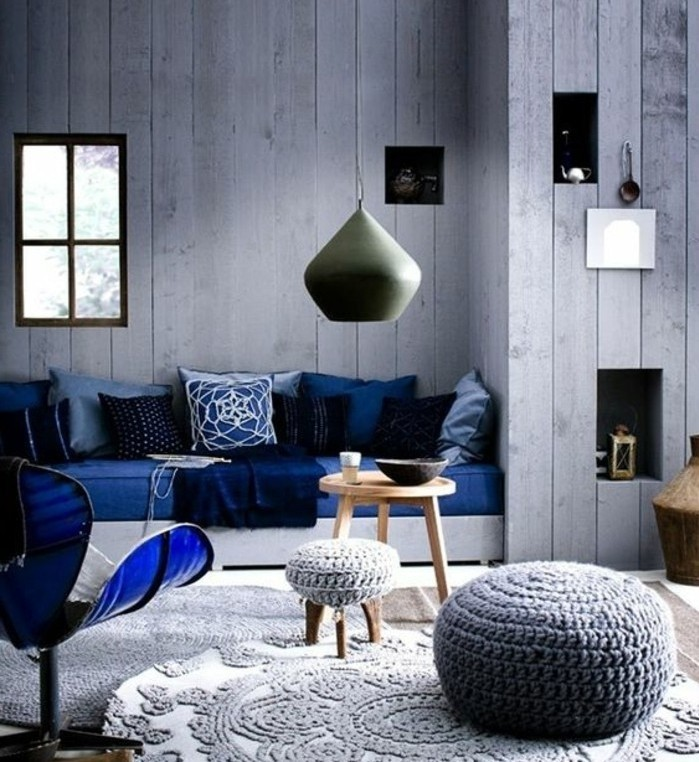interessant-suggestion-deco-salon-gris-avec-des-elements-deco-bleus-ambiance-salon-scandinave-design-contemporain