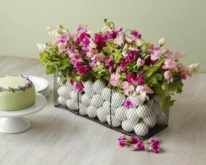 joli-coffre-tresse-rempli-d-oeufs-et-fleurs-gateau-paques-formidable