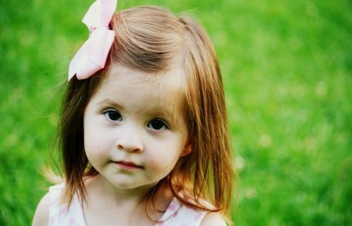 jolie-coiffure-bapteme-pour-une-petite-fille-mignonne