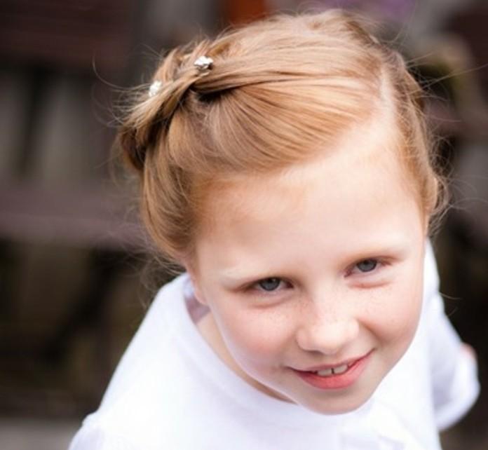 jolie-coiffure-de-ceremonie-coiffure-natte-trop-sympa-pour-la-premiere-communion-de-votre-fille