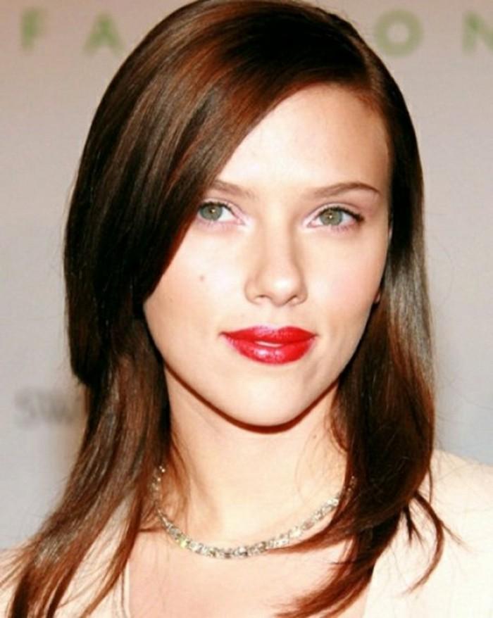 jolie-coiffure-des-stars-hollywood-scarlet-johanson-coupe-de-cheveux-court-pour-brune