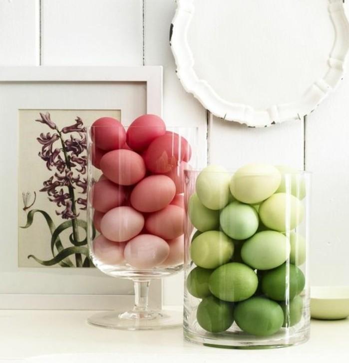 jolie-deco-paques-avec-des-oeufs-poses-dans-de-grands-recipients-tableau-fleur-printaniere