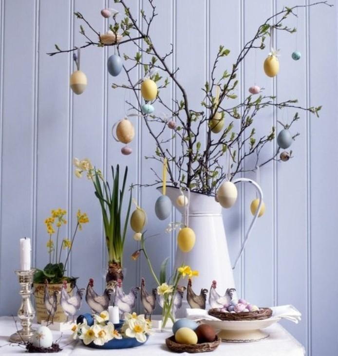 jolie-piece-de-decoration-composee-de-motifs-floraux-et-d-oeufs-de-paques-suggestion-charmante