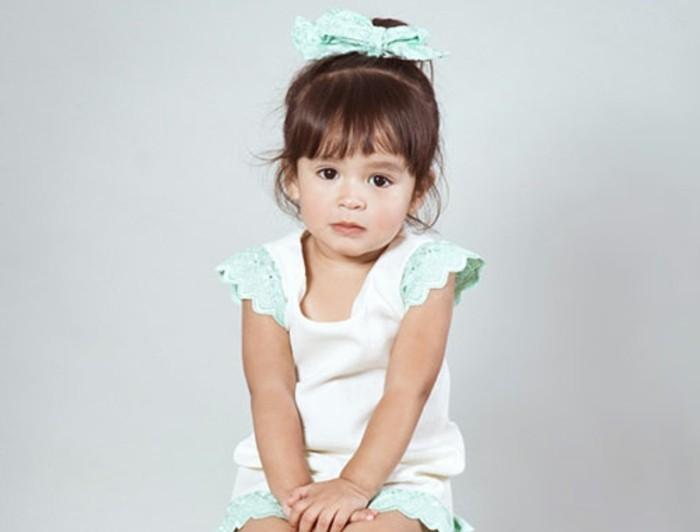 jolie-queue-de-cheval-pour-cette-petite-demoiselle-charmante-coiffure-bebe-interessante