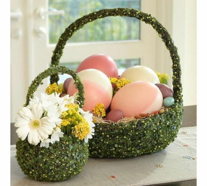 jolis-paniers-verdis-remplis-de-fleurs-et-d-oeufs-colories-idee-deco-paques-tres-creative