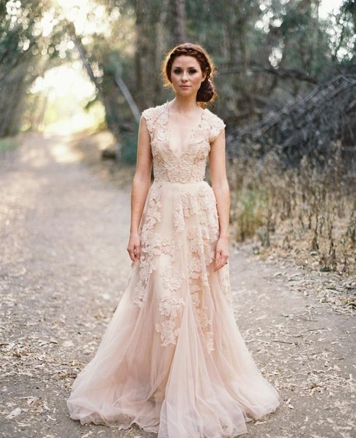 la-robe-de-mariee-simple-boheme-idee-mariage-amour-robe-rose-de-mariee-longue-dentelle