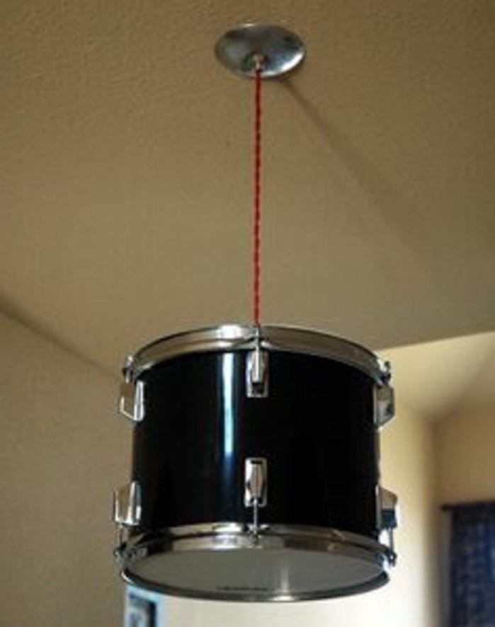 lampe-chandelier-suspendu-caisse-batterie-tom