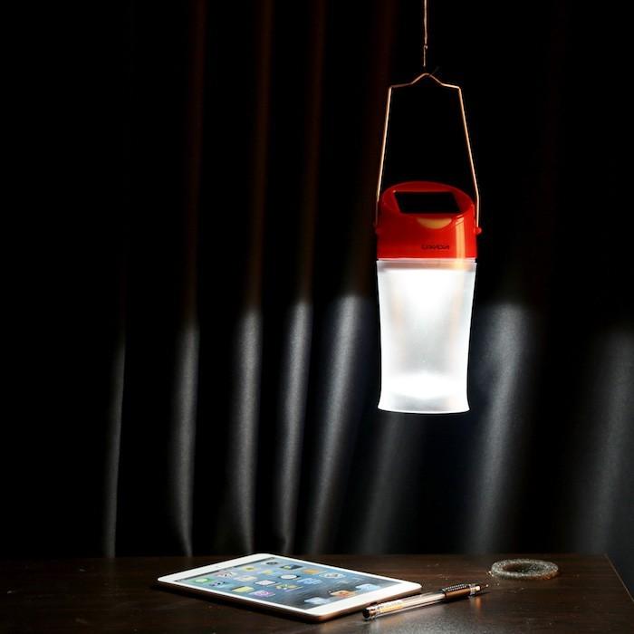 Clairage ext rieur solaire que la lumi re soit for Lampe exterieur a suspendre