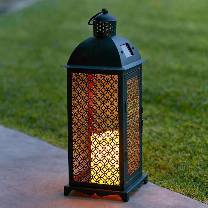 eclairage jardin led solaire lanterne-solaire-style-orient-marocain-eclairage-jardin-exterieur