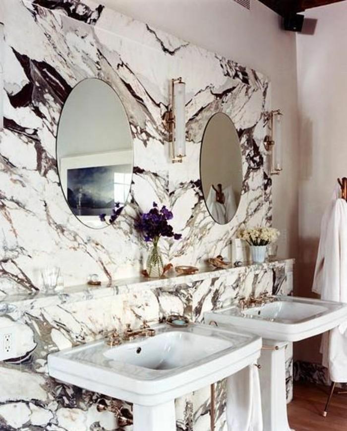 lavabo-colonne-colonne-vasque-originale-mur-marbre