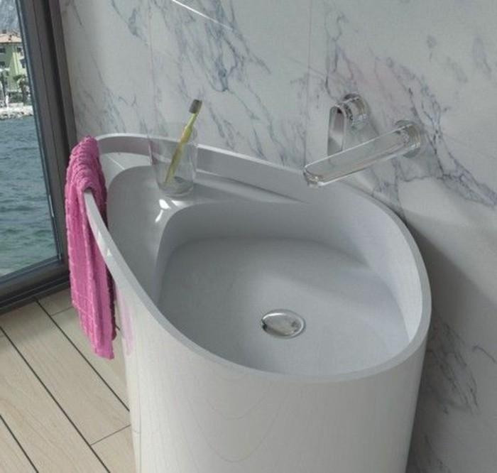 lavabo-colonne-contemporain-materiaux-de-luxe-dans-la-salle-de-bain
