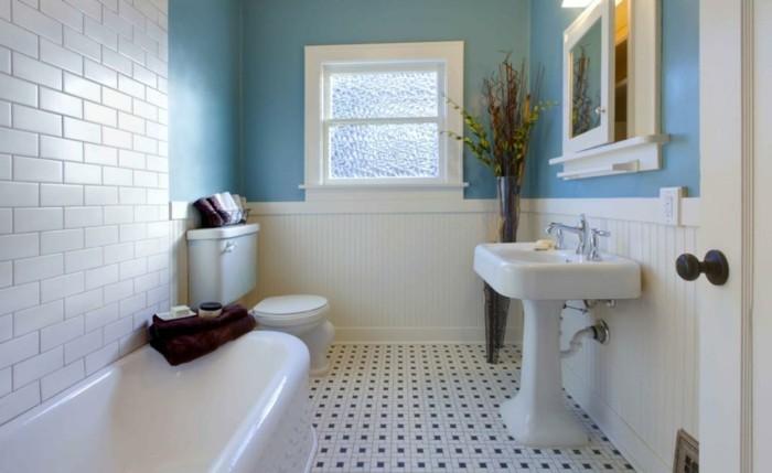 lavabo-colonne-lavabo-blanc-lavabo-sur-pied-dans-petite-salle-de-bain