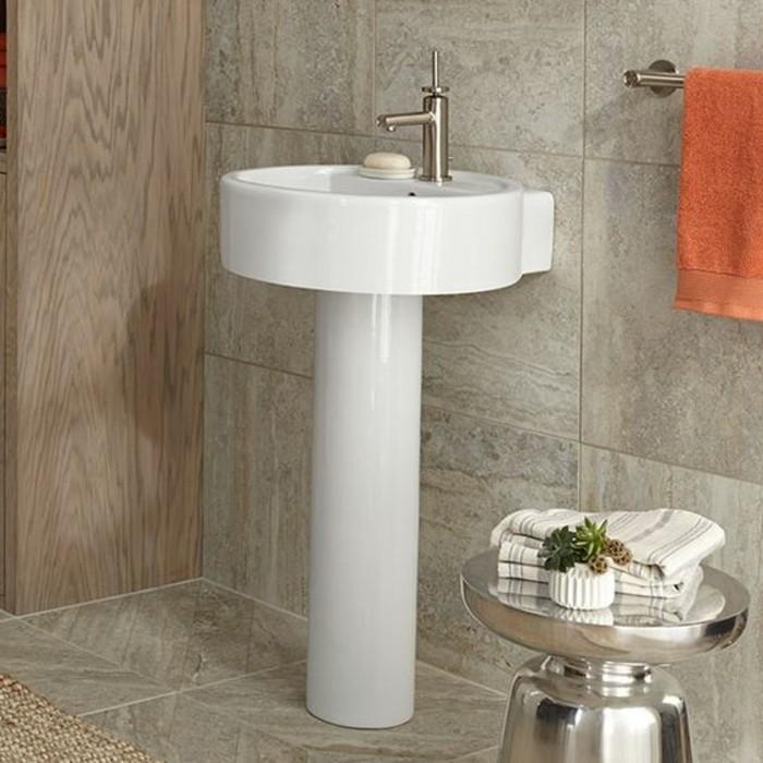 lavabo-colonne-vasque-blanche-sur-pied-porte-serviette-mural