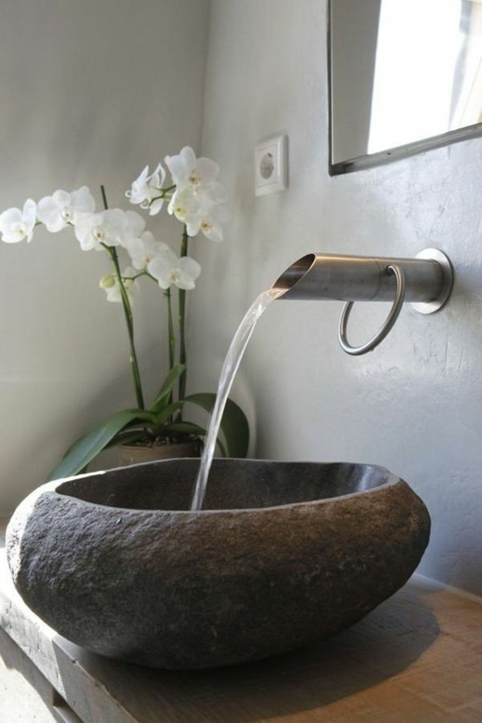 lavabo-en-pierre-design-rond-decoration-avec-plante