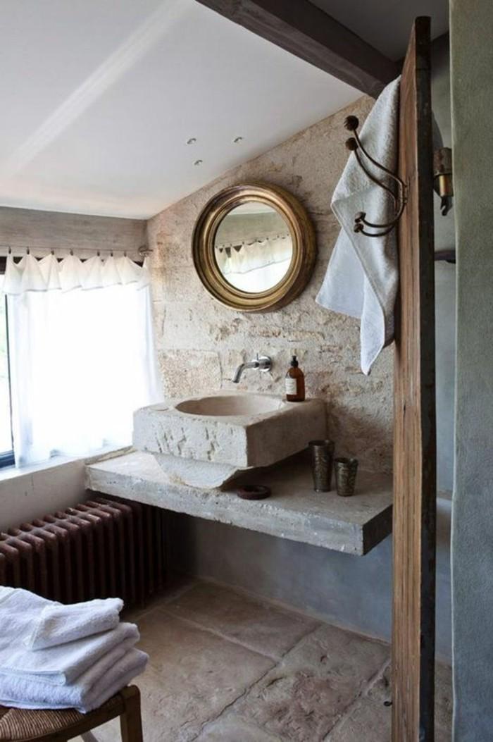 lavabo-en-pierre-et-petit-miroir-mural-salle-de-bain-attique