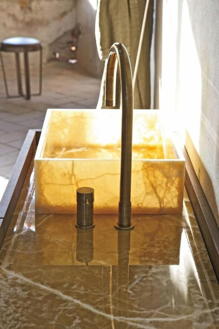lavabo-en-pierre-vasque-a-poser-carrée-en-onyx-design-lumineux