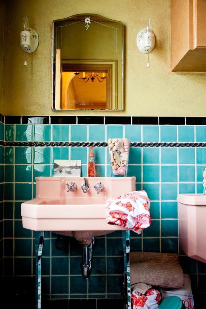 lavabo-retro-carrelage-bleu-et-lavabo-rose-vintage-support-metal