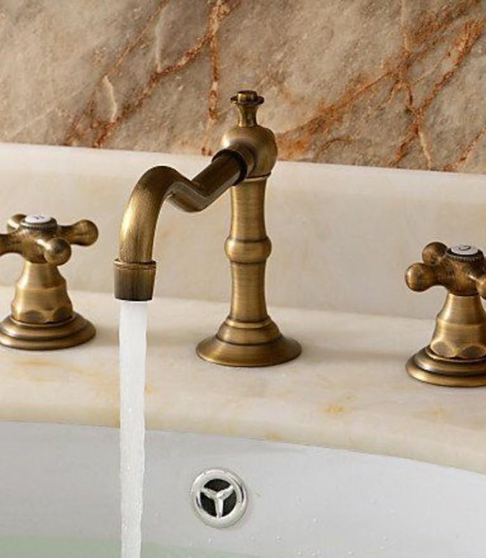 lavabo-retro-mitigeur-dore-vintage-et-lavabo-ceramique