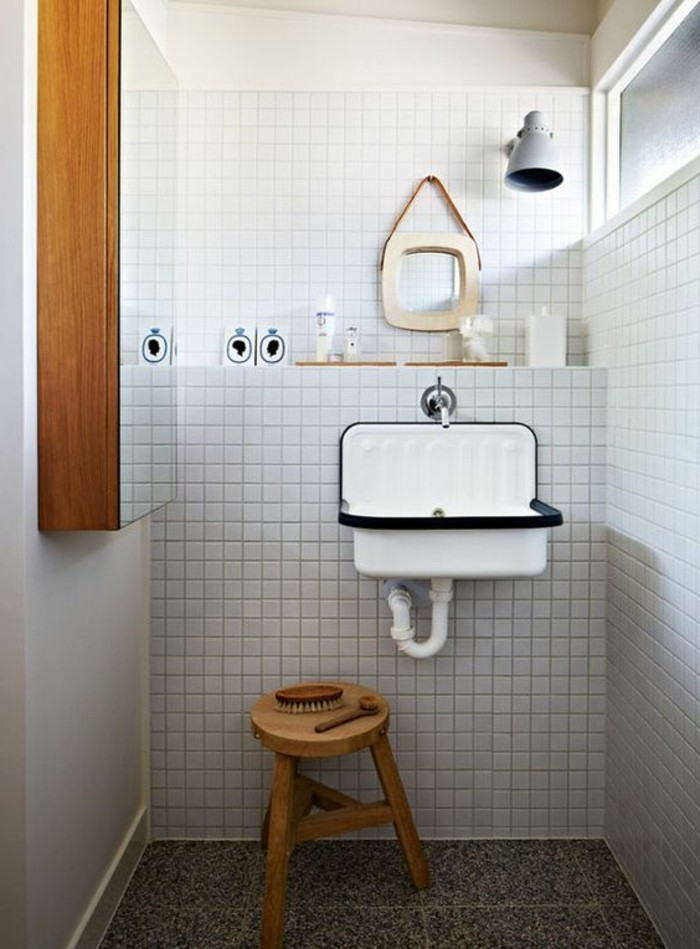 lavabo-retro-petit-tabouret-en-bois-petit-miroir-rond