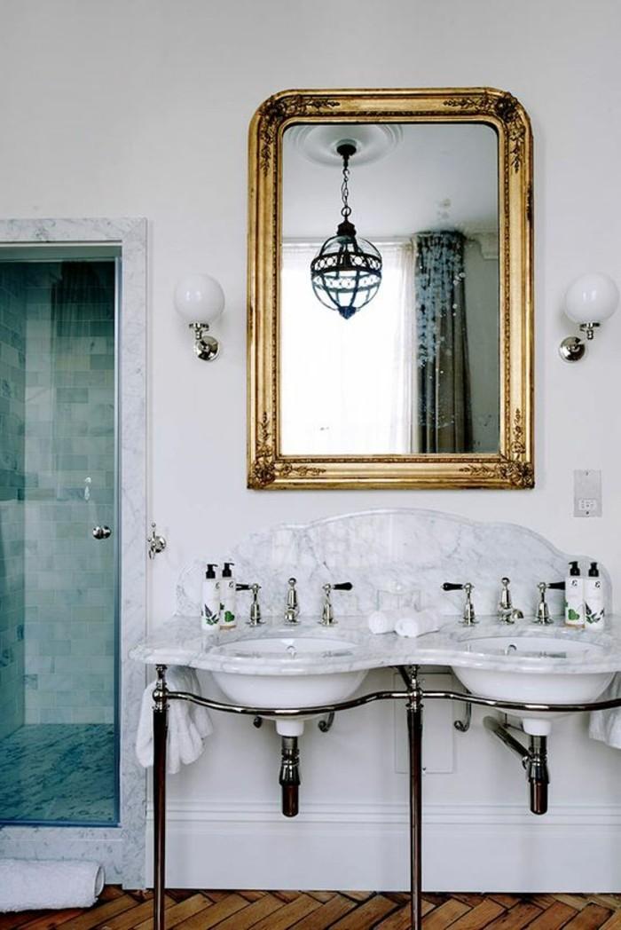lavabo-retro-plomberie-apparente-miroir-dore-mural