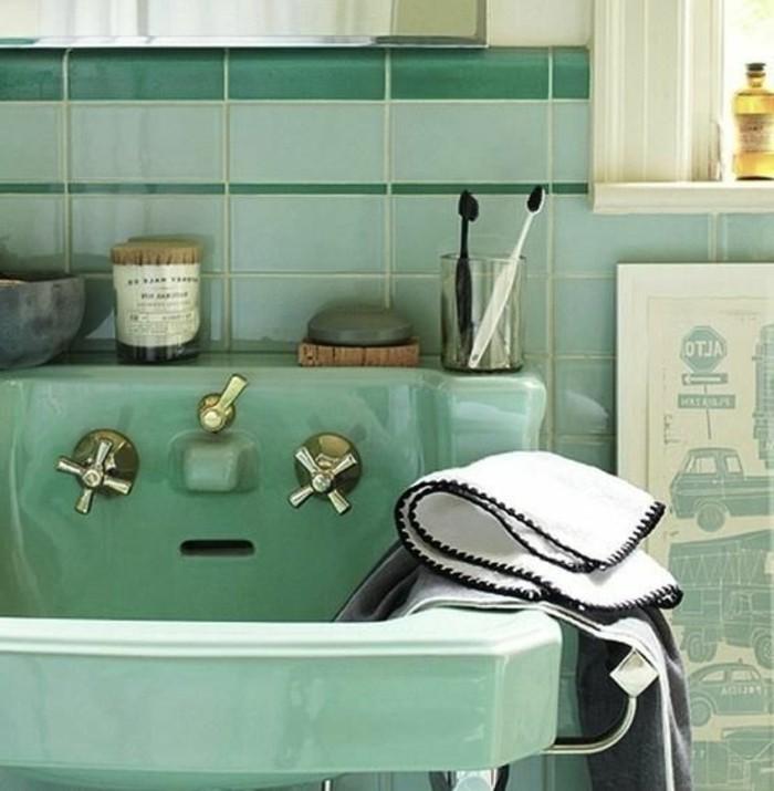 lavabo-retro-vert-menthe-robinets-vintage-dores