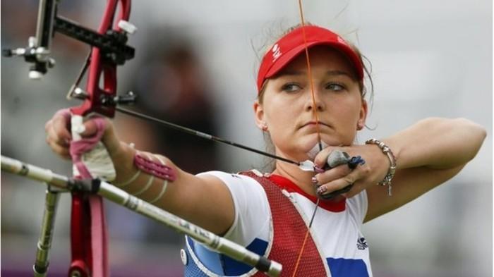 le-tir-a-l-arc-un-sport-moderne-fabriquer-un-arc-des-arcs-sophistiques-pour-faire-des-competitions