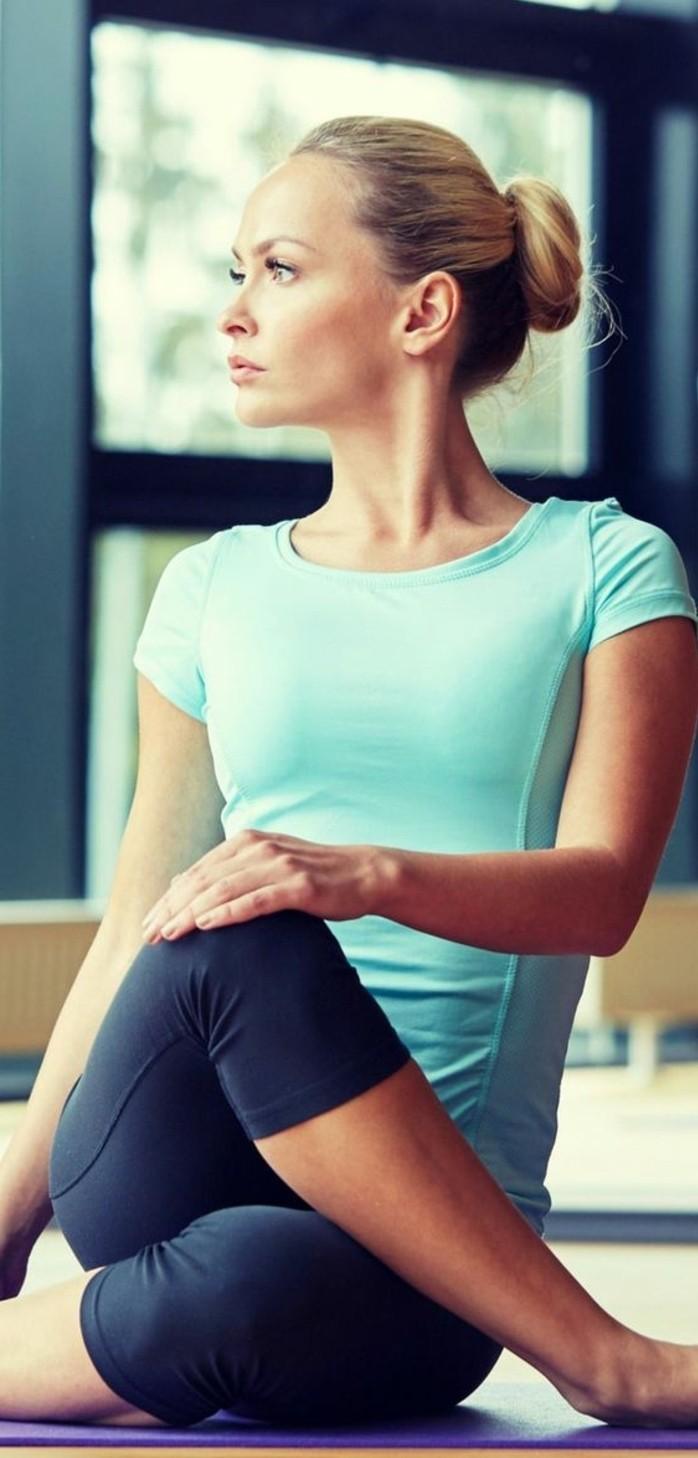 les-bienfaits-du-yoga-faire-du-stretching-avec-yoga
