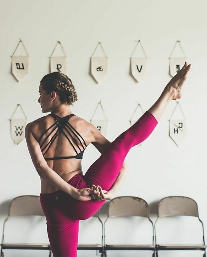 les-bienfaits-du-yoga-jolies-postures-entrainement-maison
