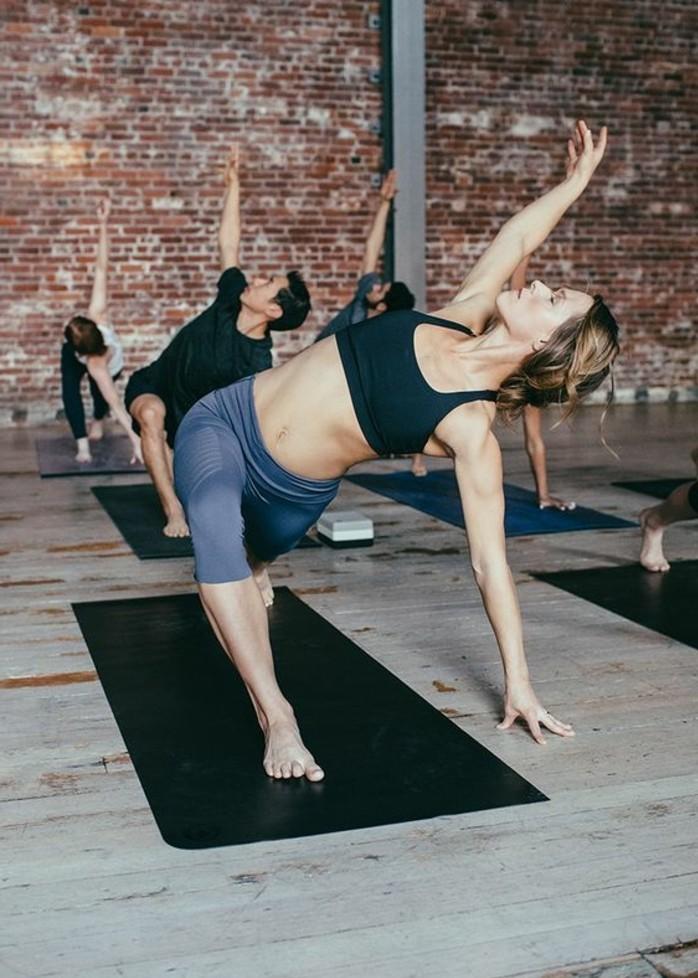 les-bienfaits-du-yoga-postures-pour-sentrainer-a-la-maison